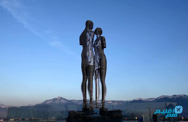مجسمه علی و نینو