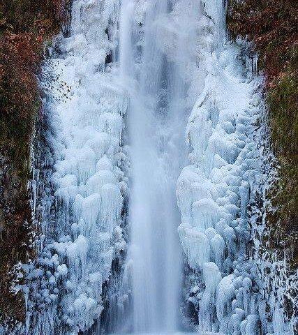 آبشار یخ زده پریشان